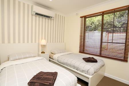 The Kardinya Sunrise - Cozy Abode - Kardinya - Hus