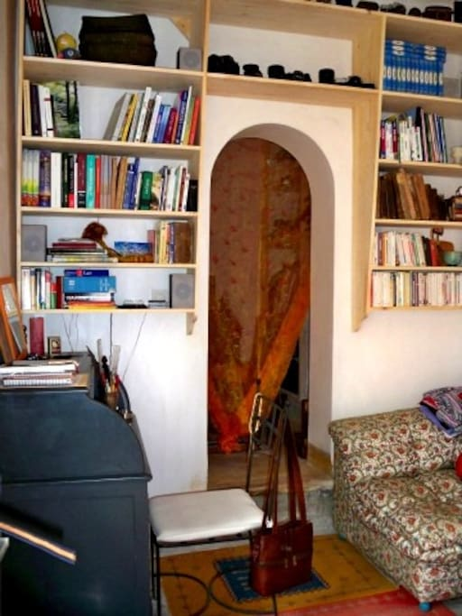 Suite avec son salon bibliothèque, possibilité lits d'appoint