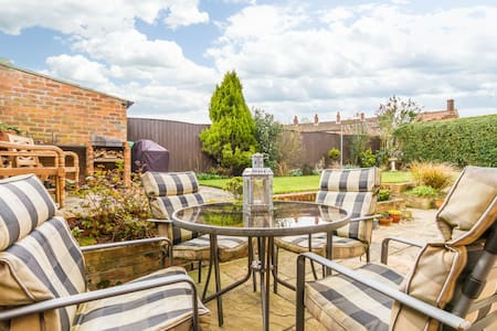 5 minutes walk from Louth centre. - Louth - House