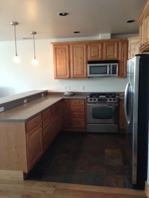 ammenities include full kitchen, cooking tools and access to washer and dryer.