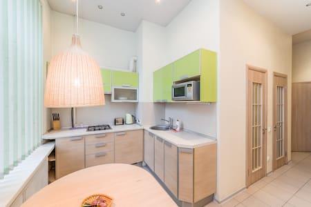 Two-bedroom apartment near Kazan C. - Sankt-Peterburg - Apartamento