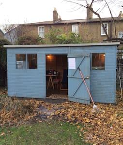 Central London Garden Cabin - London - Cabin