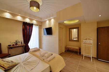 Two bedroom suite (4-6 adults) - Anixi - Bed & Breakfast