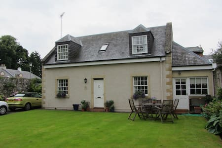 Detached cottage in Melrose Borders - Casa