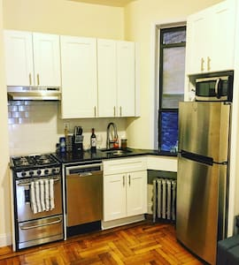 Luxurious 1 bedroom apartment in Murray Hill - Apartment