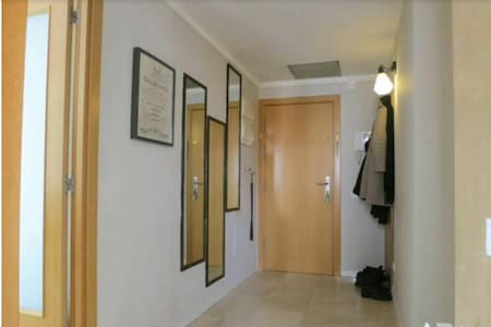 Great location near center, impeccably clean rooms - Apartment