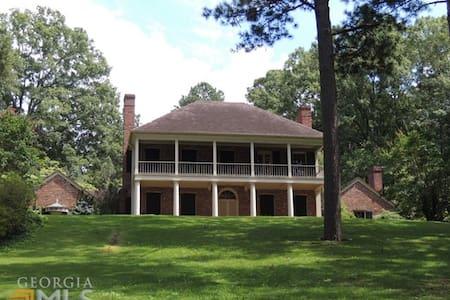 Antebellum Home 4 Acres Close to Callaway Garden - Huis