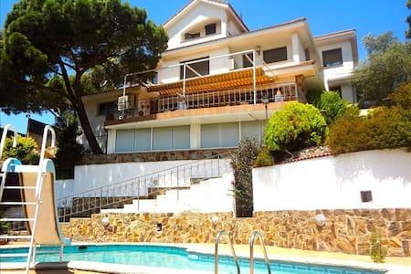 Villa Maravilloso 11-12 guests between Barcelona and Girona - Barcelona Region