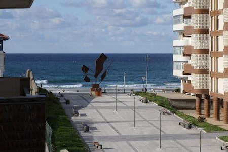 Piso amplio con terraza y vistas al mar - Bakio