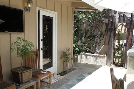 Incredible location just Steps from Olde Del Mar - Del Mar - Bungalow