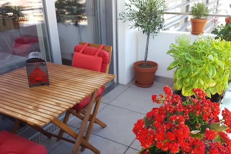 City Center, balcony and gorgeous view / Sept 3-25 - Wohnung
