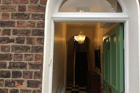 Asylum House bedroom 2 - Londonderry - Townhouse