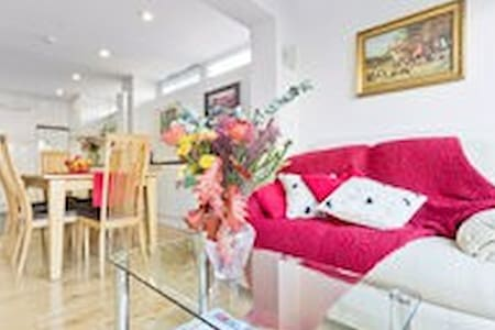 Lovely bright West End room!