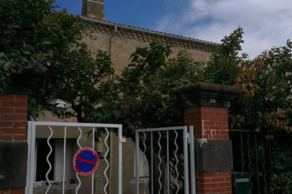 Vue de la maison depuis le quai