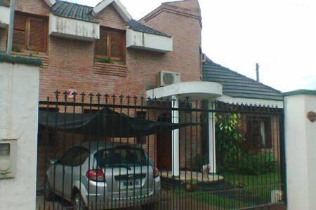 alquilo casa en tucumán - House
