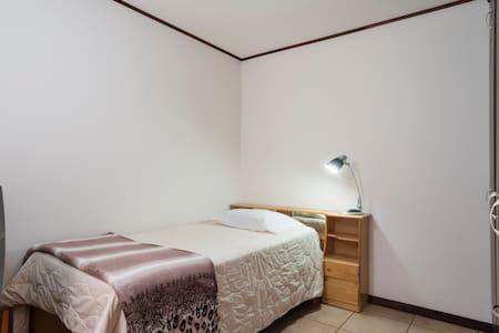 Private room at house - Santa Ana - House