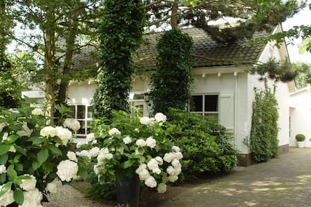 Beautiful house + romantic garden - House