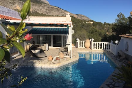 MAGNIFICENT VILLA, POOL - SEA VIEW AND MOUNTAIN - Altea