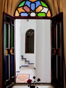 RIAD AROUS CHAMEL  DU 18° Siecle - Tanger - Bed & Breakfast