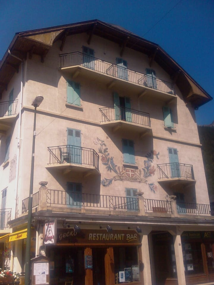 Third floor apartment, central Chamonix with views on 3 sides