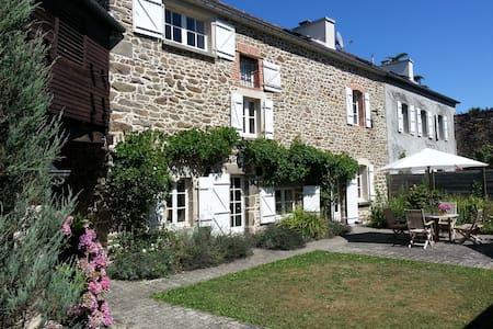 Riverside holiday villa - Pleudihen-sur-Rance