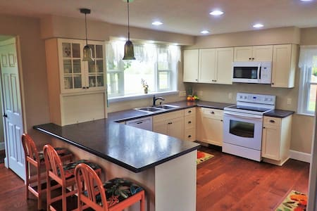 Newly Renovated Country Home - Elkhart Lake - Rumah