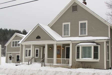 Cozy 4 Bedroom House: the Perfect Place to Unplug - Weston