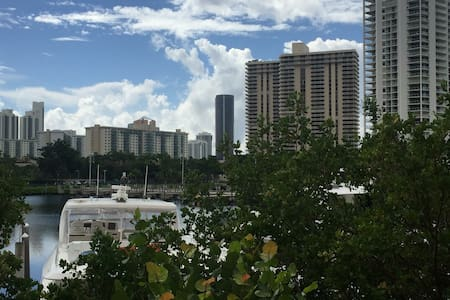 Centrally located Waterfront condo - Aventura