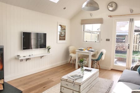 Luxury Coastal Cottage for 2 - Padstow - House