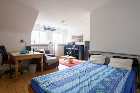 Large cozy room in the heart of Hamburg Altona - Apartmen