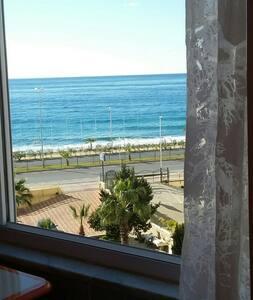 Вид на море, Частный пляж, 2+1 - Apartment
