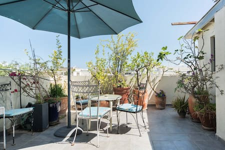 Small room in cosy central roof apt - Tel Aviv-Yafo - Apartment