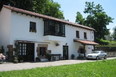 COTTAGE PUENTE VIESGO- :  SLEEPS 6 - Casa