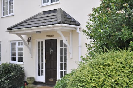 Cosy hideaway, 15 mins to Exeter, well-connected! - Hus