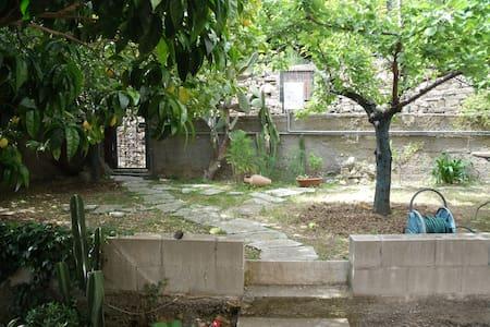 Tranquillo appartamento con giardino - Lägenhet