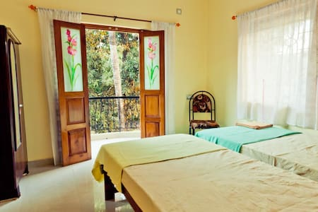 Room with private balcony, kitchen & free wifi - Mandrem
