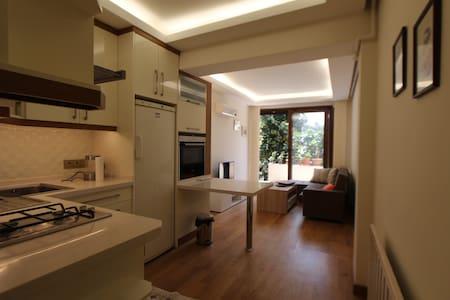A new&cozy Taksim flat with private terrace - Şişli - Lägenhet