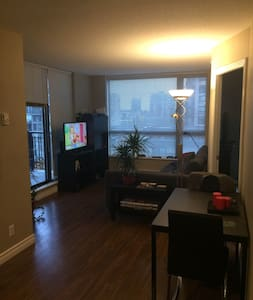 Cozy Apartment, Steps Away from Everything! - New Westminster