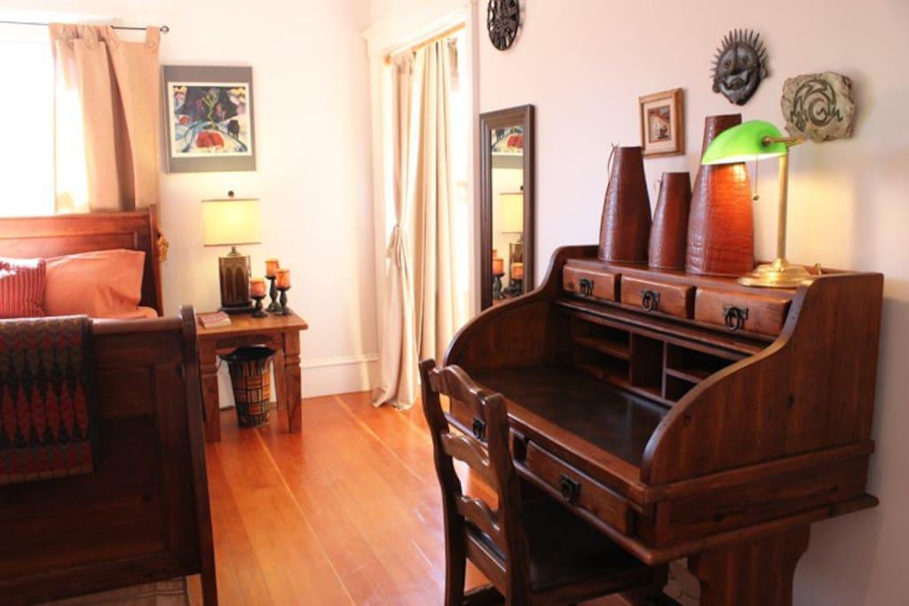 The Wildcat Canyon Suite's desk