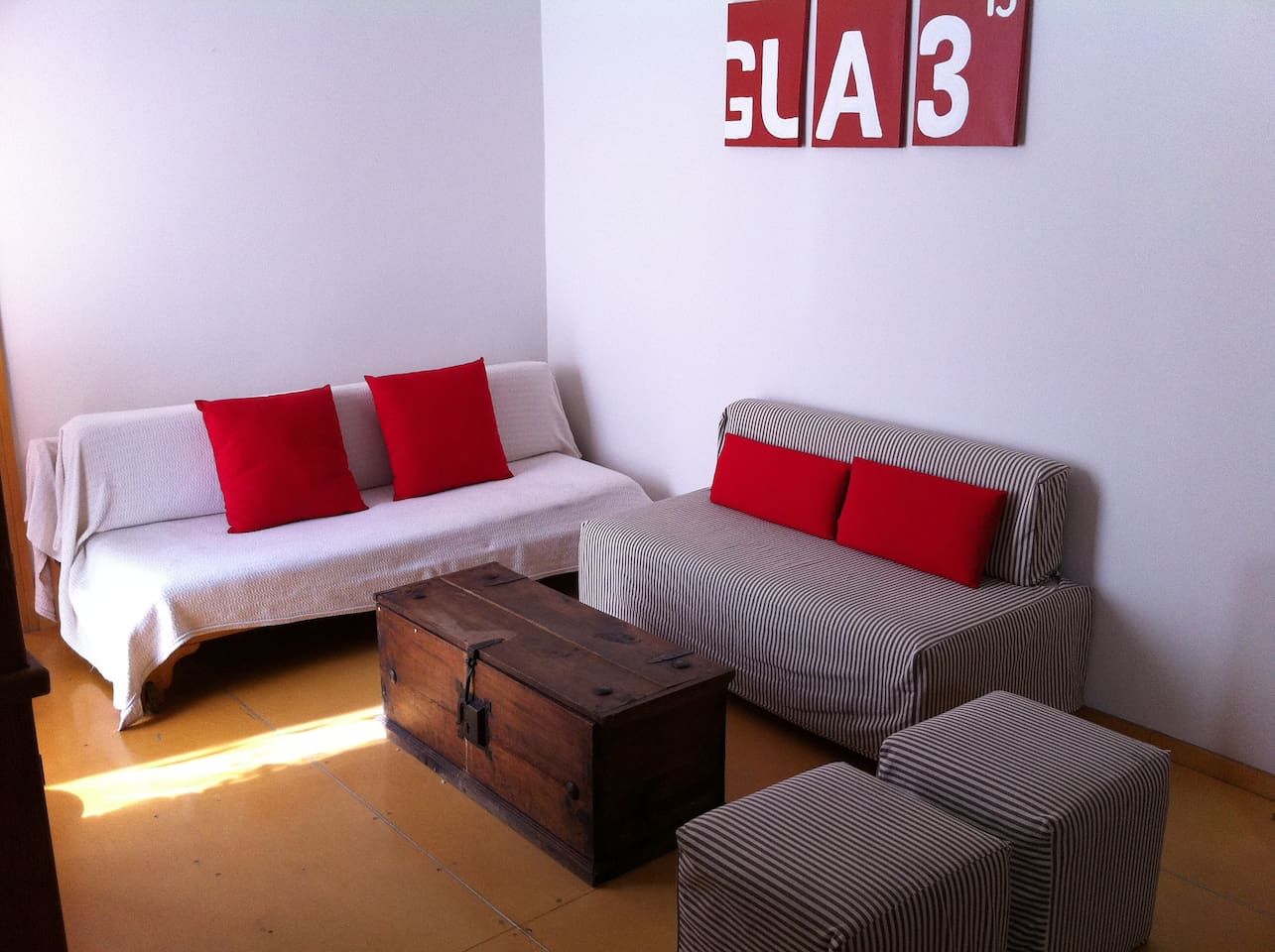 Living with bed-couch! Sala con sofa cama!