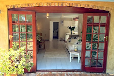 Hout Bay Cottage on Half Acre - Le Cap - Bungalow