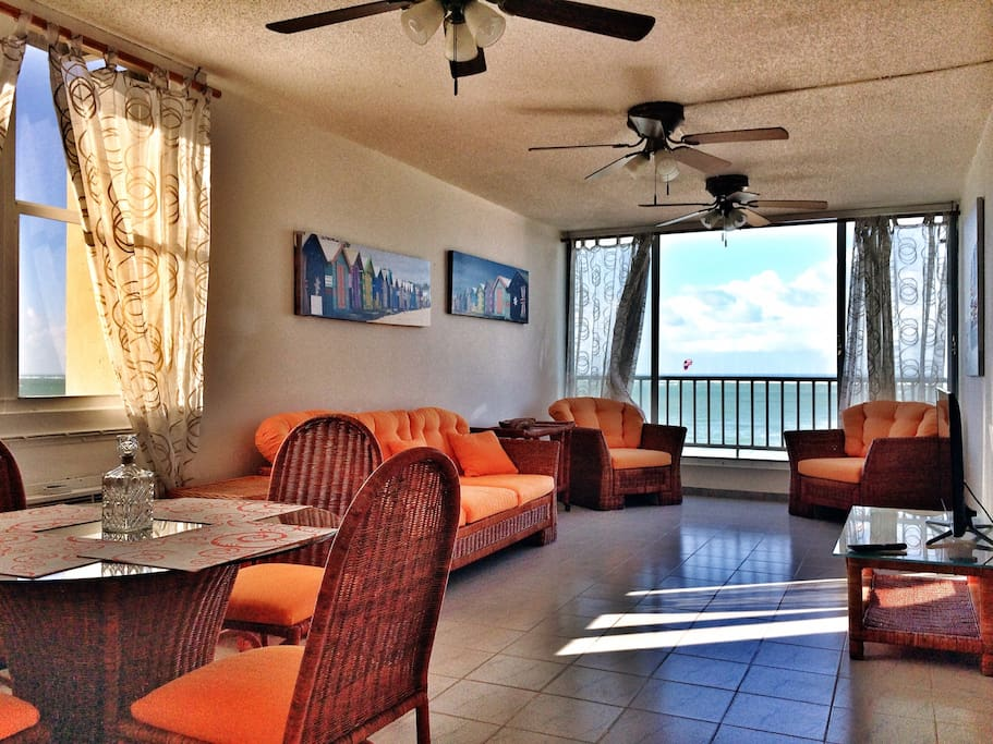 Living area with oceanfront views, Netflix and Wi-Fi.