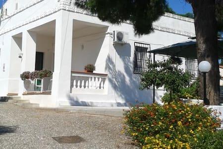 Villa a 15 min dal mare e a 40 da matera - Pisticci - Vila