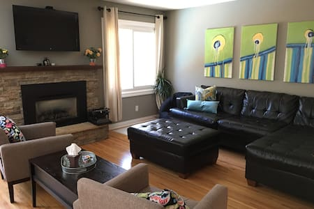 Pet-Friendly, Family Home in Northeast Rochester - Casa