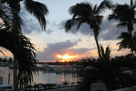 1 Bedroom 1 Bath Marina Front Condo - Treasure Cay - Pis