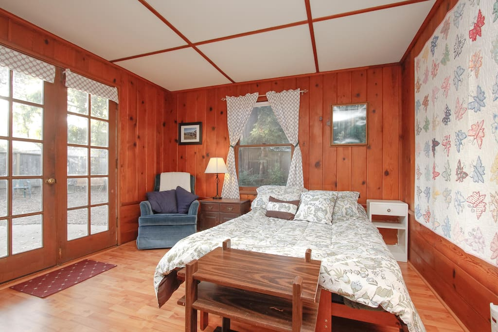 Private Guest Suite - Downtown MV