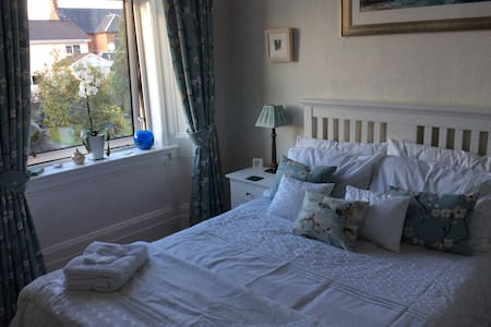Private Double Room in Period Apartment Largs 1/2 - Apartament