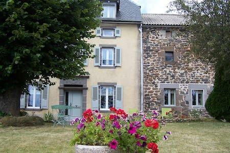 maison de caractere  4 etoiles 10-12 pers+3 bébés - Saint-Flour