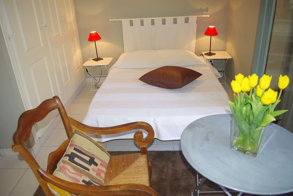 Chambre 1 avec un lit de 160 cm