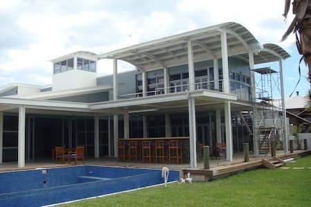 M & M Slater - House